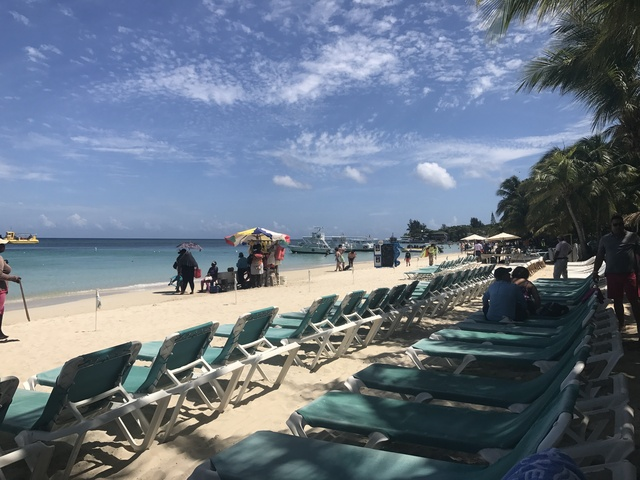 Roatan Las Sirenas Beach Resort VIP Premium Day Pass Great Beach day / excellent resort