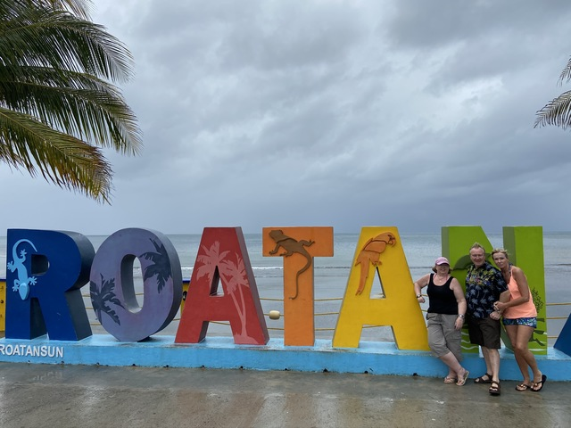 Roatan Private East West, Best Of Island Excursion Fantastic despite the rain!