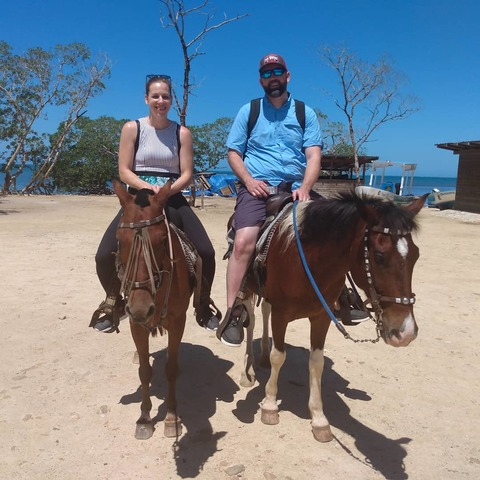 Roatan Ultimate Nature Combo: Mangrove Cruise, Horseback Riding, Beach and Snorkel Excursion A wonderful excursion!