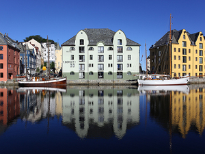 Alesund City Highlights Walking Excursion