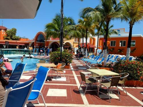 Cozumel  Mexico largest resort swimming pool Tour