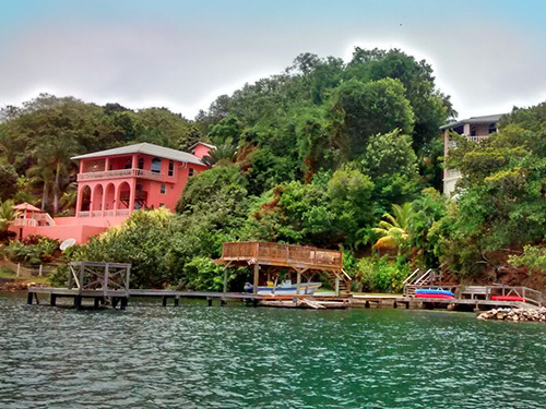 Roatan central park Trip Booking