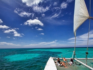 Aruba Catamaran Sail and Antilla Ship Wreck Snorkel Excursion