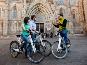Barcelona Electric Bike, City Highlights and Skip the Line Sagrada Familia Excursion