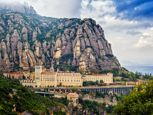 Barcelona Montserrat Sanctuary and Santa Cecilia Small Group Excursion with Brunch