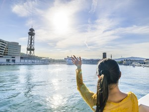Barcelona Sailing with Light Brunch Excursion