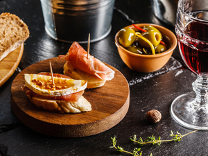 Barcelona Small Group Evening Tapas Tasting Walking Excursion