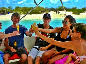 Bonaire Champagne, Yacht and Snorkel Excursion