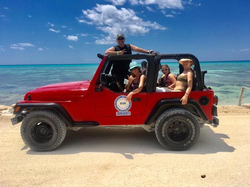 Ultimate Island Jeep, Punta Sur and Snorkel Excursion from