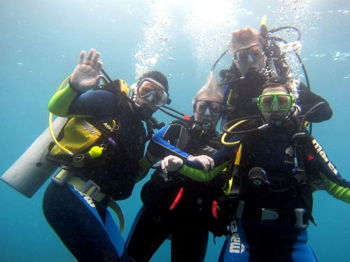 Roatan certified SCUBA diving Reservations