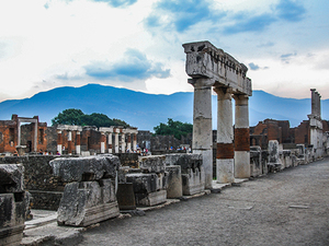 Naples Affordable Shuttle to Pompeii (with optional priority ticket) Excursion