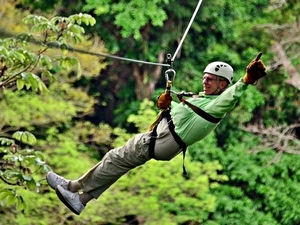Puntarenas Rainforest Canopy Zipline and Beach Break Excursion