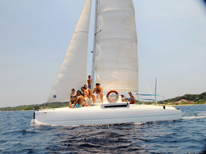 Roatan Catamaran Sail and Snorkel Excursion