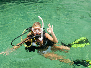 Roatan Discover Beginner SCUBA and Mayan Princess Resort Beach Break