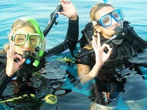 Roatan Discover Scuba Excursion, Beach Break, and Lunch at Paradise Beach