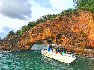 St. Lucia Powerboat Snorkel and Beach Break Excursion